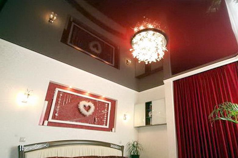 Глянцевый натяжной потолок в спальне купить в Челябинске недорого